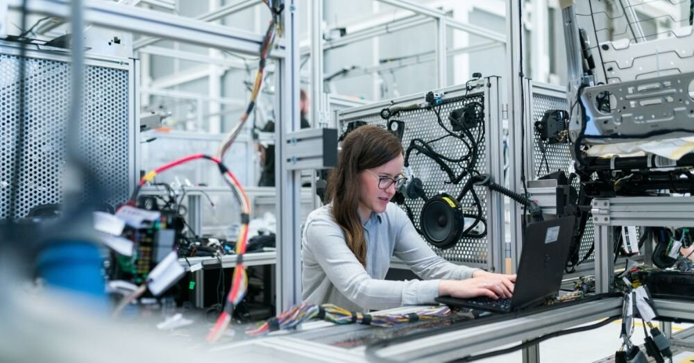 Smart manufacturing is quickly going to become the norm as we experience a new industrial revolution, and if you don't adapt to this latest trend in manufacturing, your business is 's going to suffer. But what is smart manufacturing and how will we benefit from it?